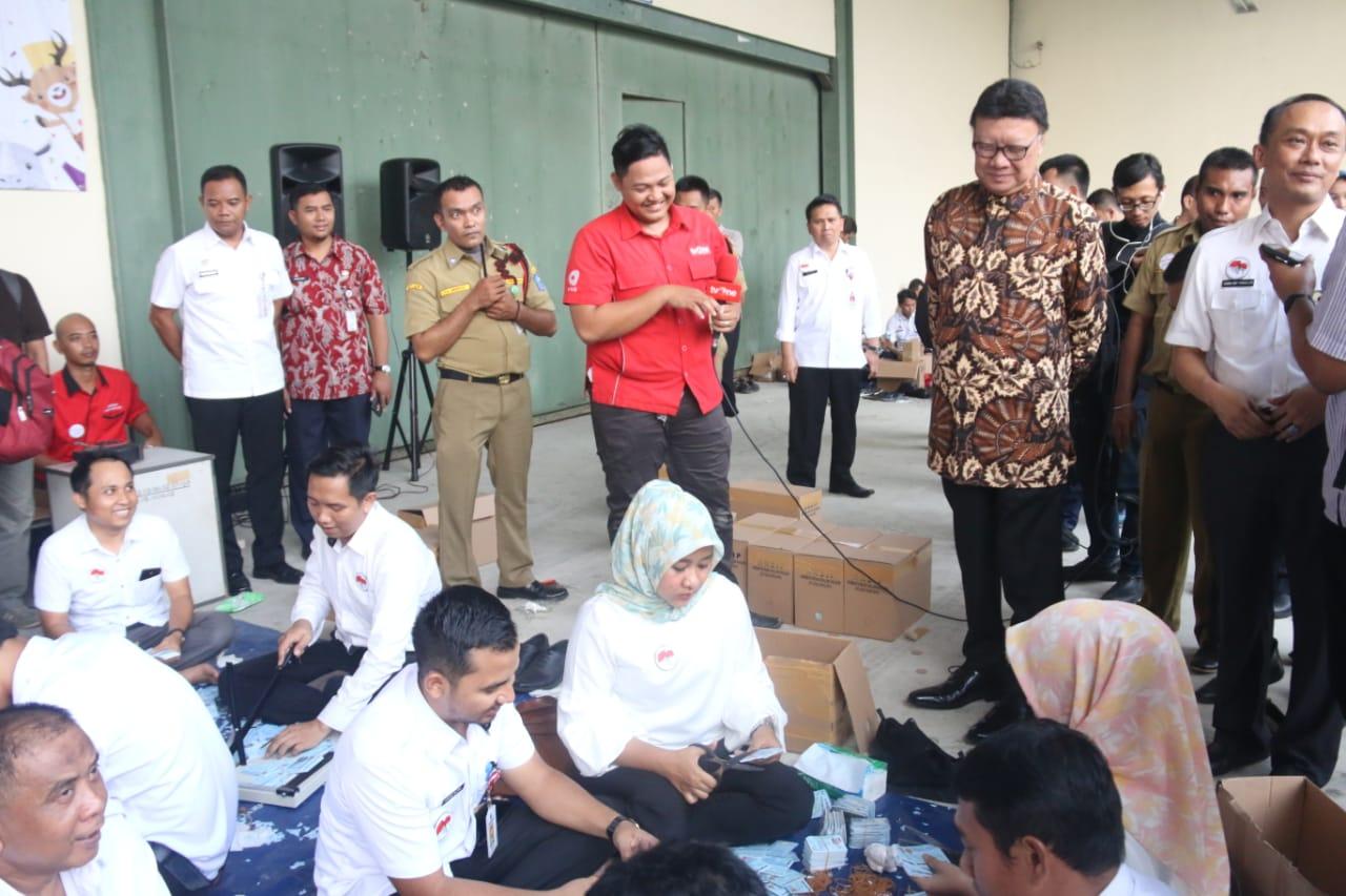 Photo of Mendagri Ajak Wartawan Lihat Kondisi Gudang Kemendagri di Bogor