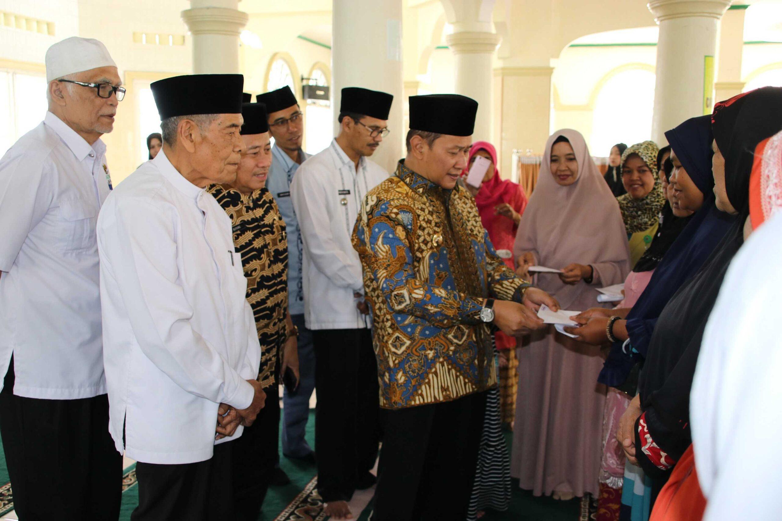 Photo of Baznas Bukittinggi Salurkan Zakat Tujuh Kelurahan di Guguk Panjang