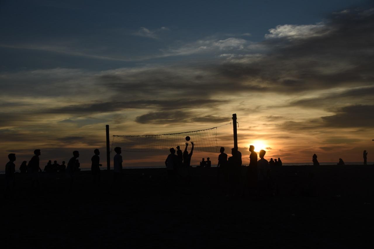 Indahnya sunset di pantai Belibis